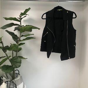 Gianni Bini black zip up vest SZ S